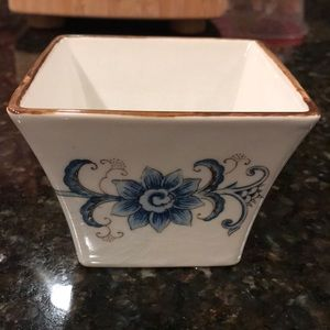 Vintage hand painted planter. Excellent condition